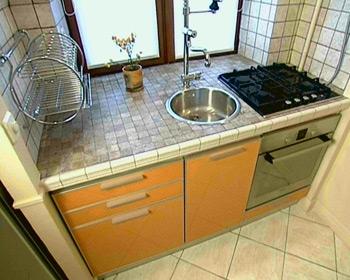 Качественная мебель: дизайн кухни в хрущевке.